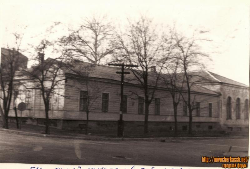 1970 год. Угол Горбатой (ул. Генерала Лебедя) и Атаманской. Здание Спортшколы