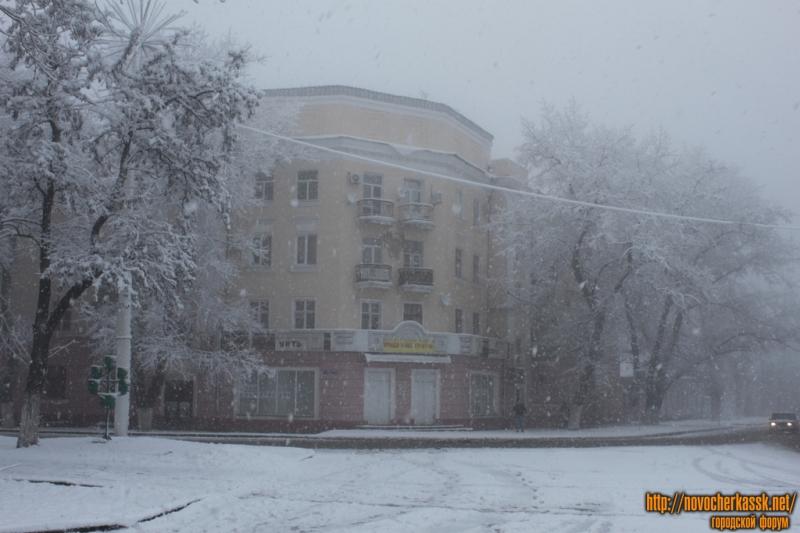 Дом на углу проспекта и площади Ермака