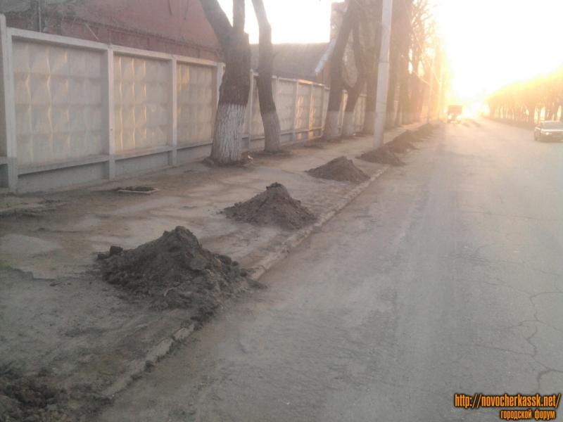 Очистка обочины от грязи, пр. Баклановский