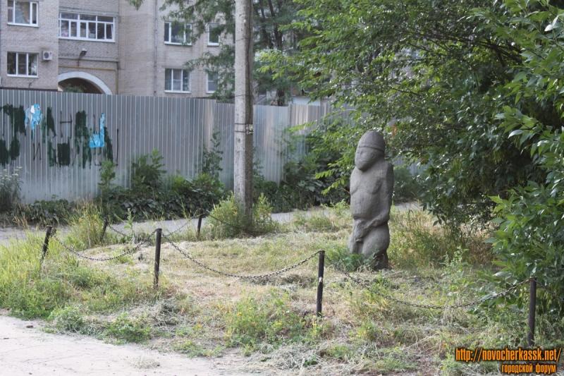 Каменная баба около бывшего ресторана Сармат, пр. Платовский