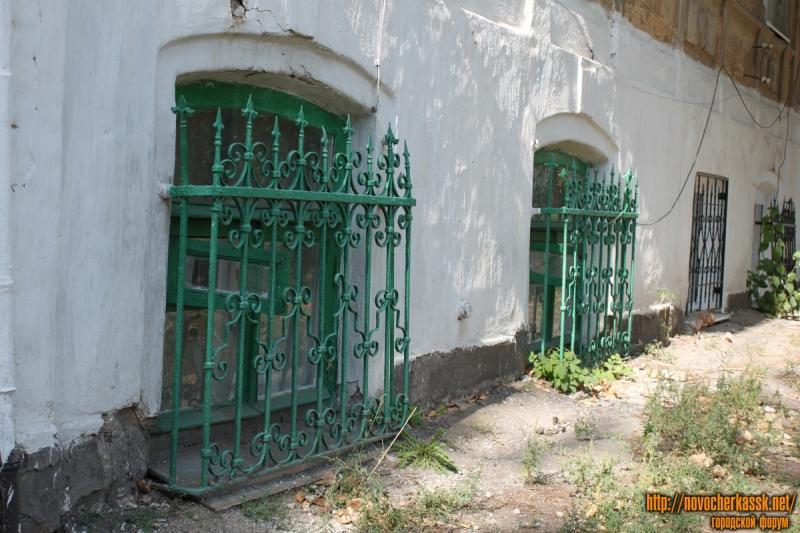 Решетки на пр. Платовском, 154, со стороны ул. Кирпичной
