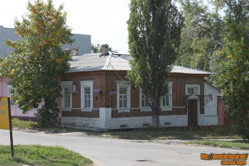 Дом на углу пр. Платовского, 91 и Кирпичной улицы, 67