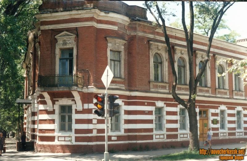 Дом на углу ул. Ермака и Комитетской