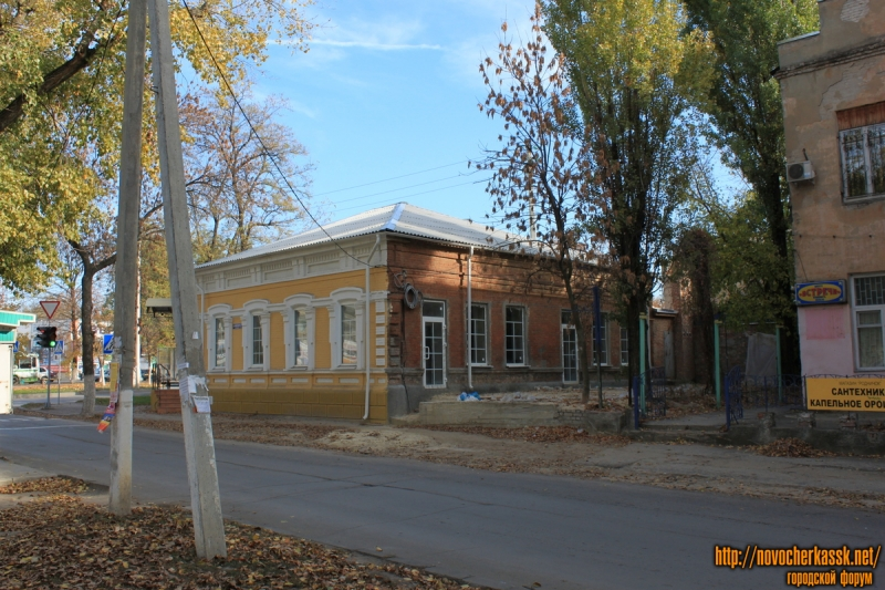 Улица Дубовского, 1