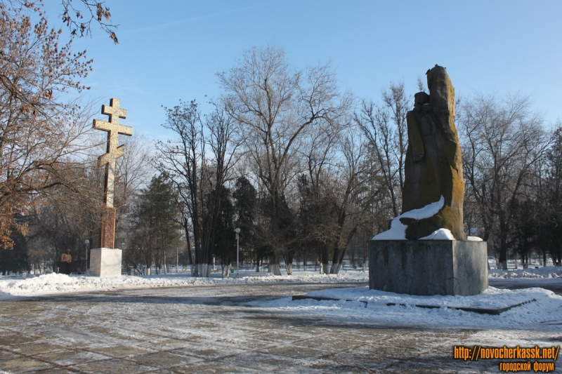 Площадь Троицкая и памятники на ней