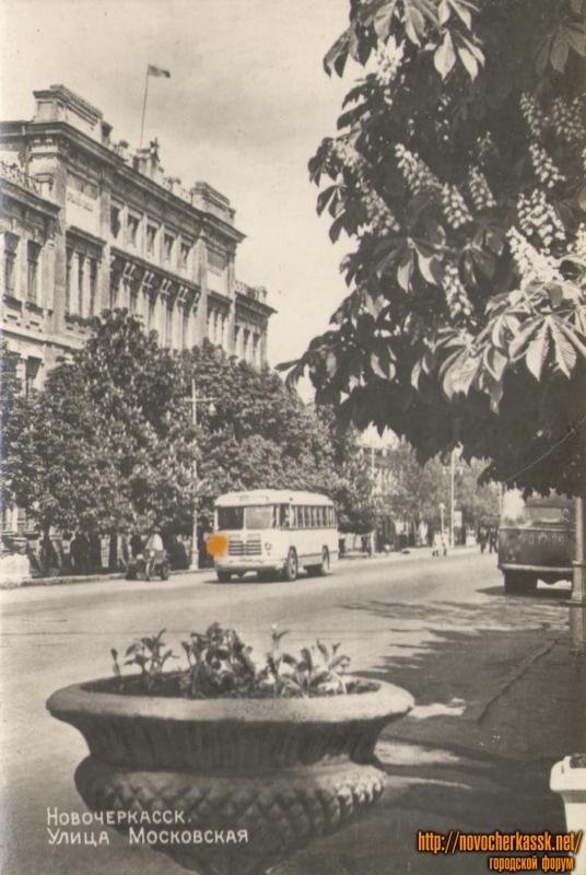 Улица Московская. Здание первой школы