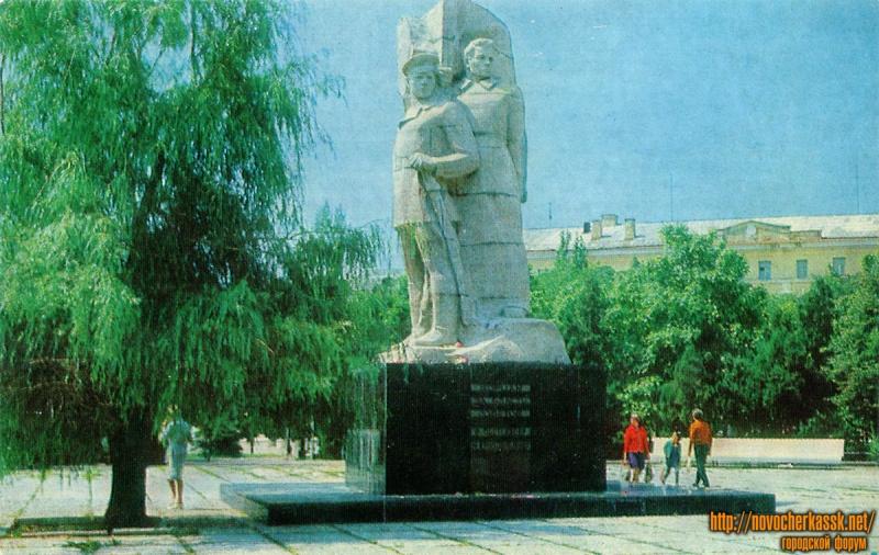Памятник Ф. Г. Подтелкову и М. В. Кривошлыкову