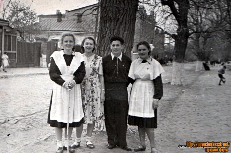 На улице Дубовского