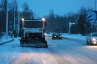 Утренняя очистка весенних дорог. Проспект Баклановский