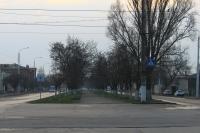 Аллея на проспекте Баклановском. Вид в сторону Ленгника с улицы Крылова