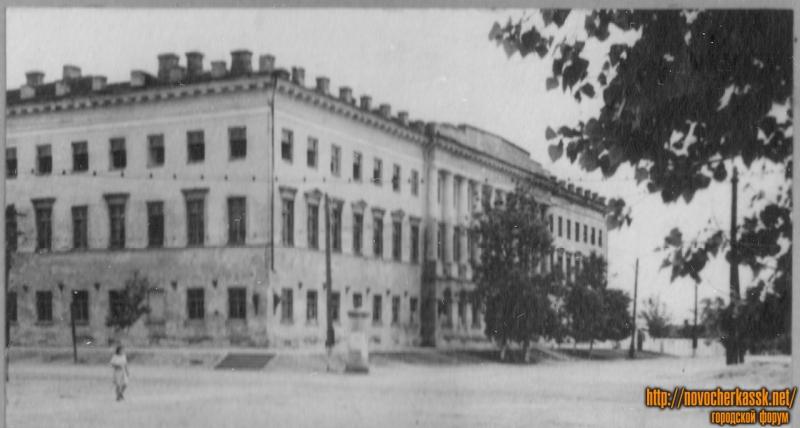 Угол Атаманской и Платовского
