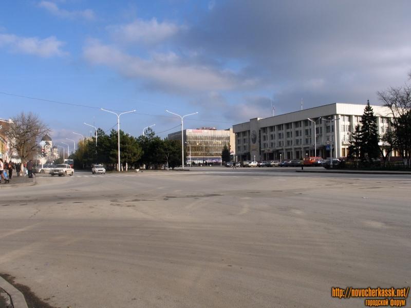 Площадь платова, на запад
