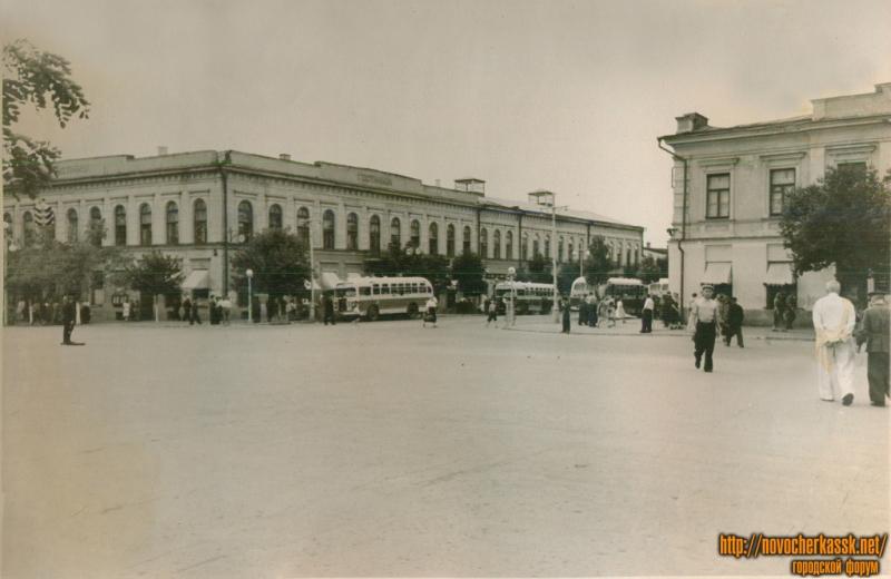 Угол Платовского проспекта и ул. Московской
