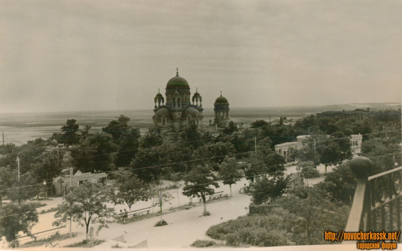 Вид на Александровский собор с кургана в городском парке
