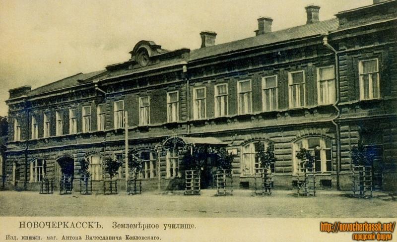 Здание на нынешней ул.Маяковского. Бывшее землемерное училище