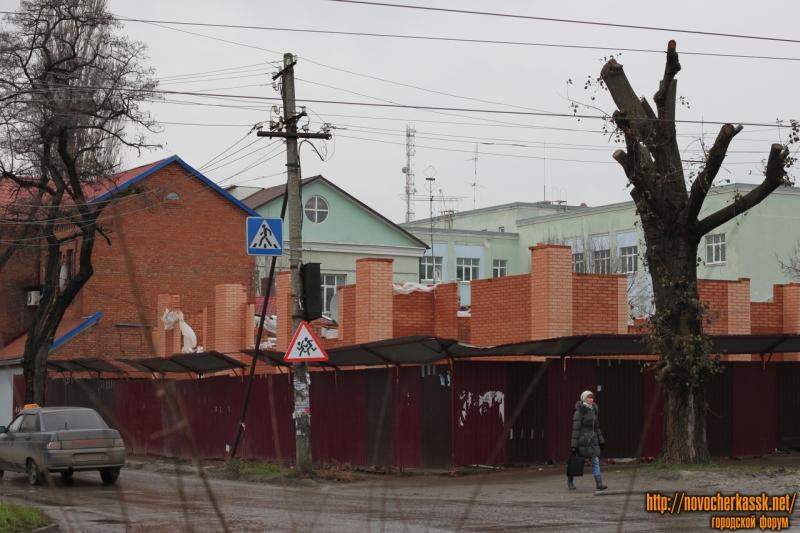Строительство на углу Энгельса и Галины Петровой