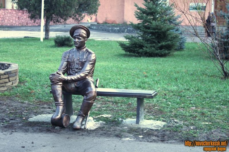 Памятник казаку перед Администрацией