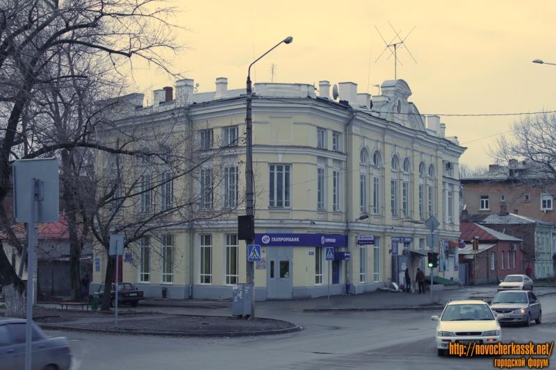 Дом на углу Дубовского и проспекта Ермака