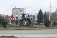 Памятник коням на площади Юбилейной