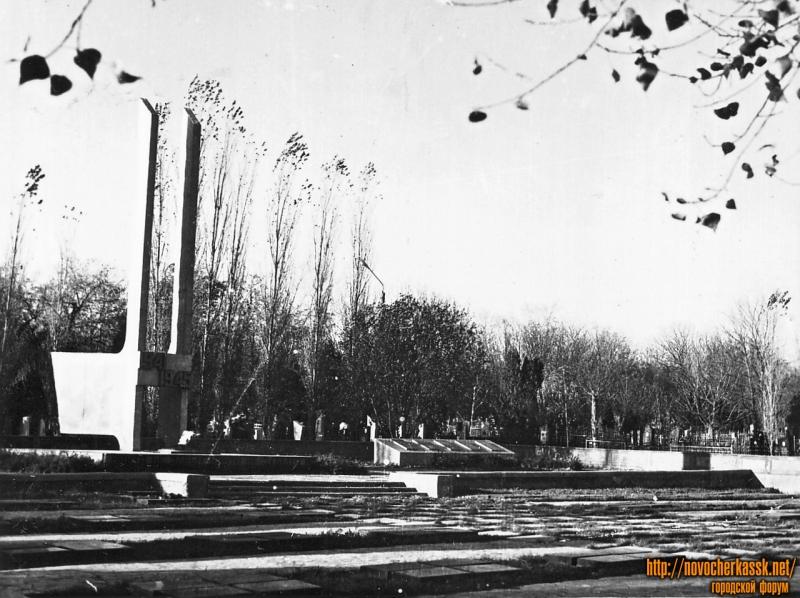 Мемориальный комплекс памяти воинов, погибших в период Великой отечественной войны. Городское кладбище