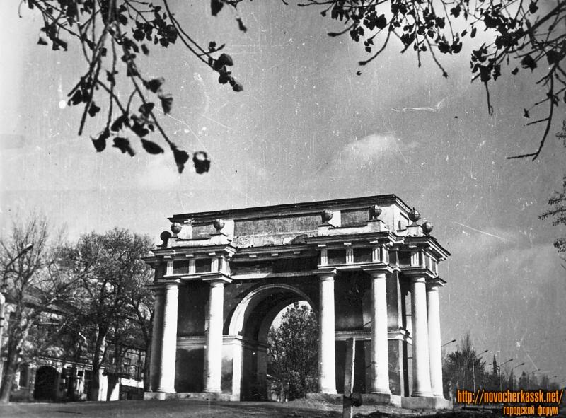 Триумфальная арка. Проспект Платовский (Подтелкова)