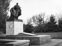 Братская могила воинов, павших в боях при освобождении Новочеркасска в феврале 1943 года. Улица Гагарина