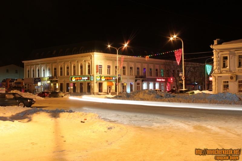 Торговый центр «Южный». Проспект Платовский, пересечение с Московской