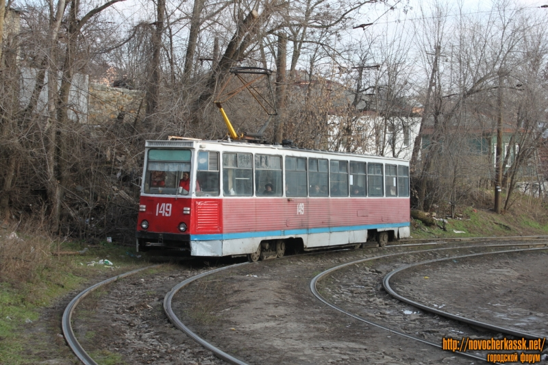 Трамвай на повороте Орджоникидзе - Бакунина