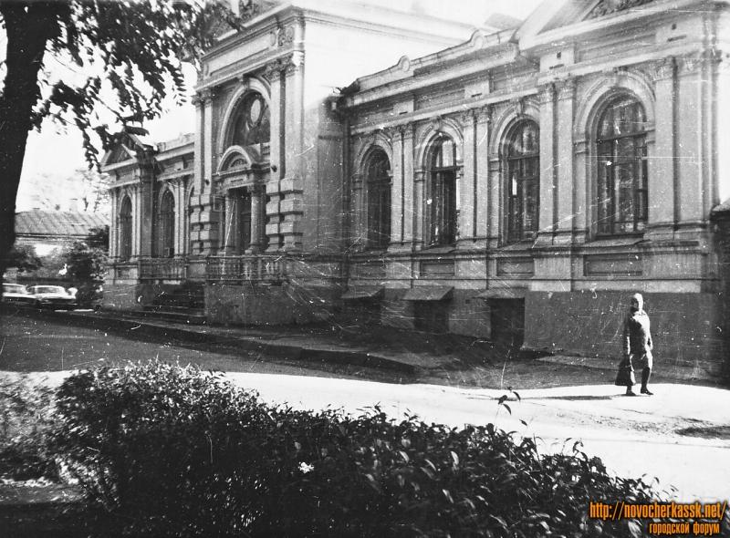 Просвещения, 147. Бывшее здание городской думы