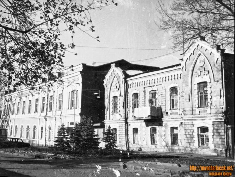 Улица Дворцовая, 10, 12 (бывшие здания общества взаимного кредита)