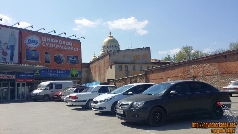 Парковка за ТЦ Арбат, вид на собор