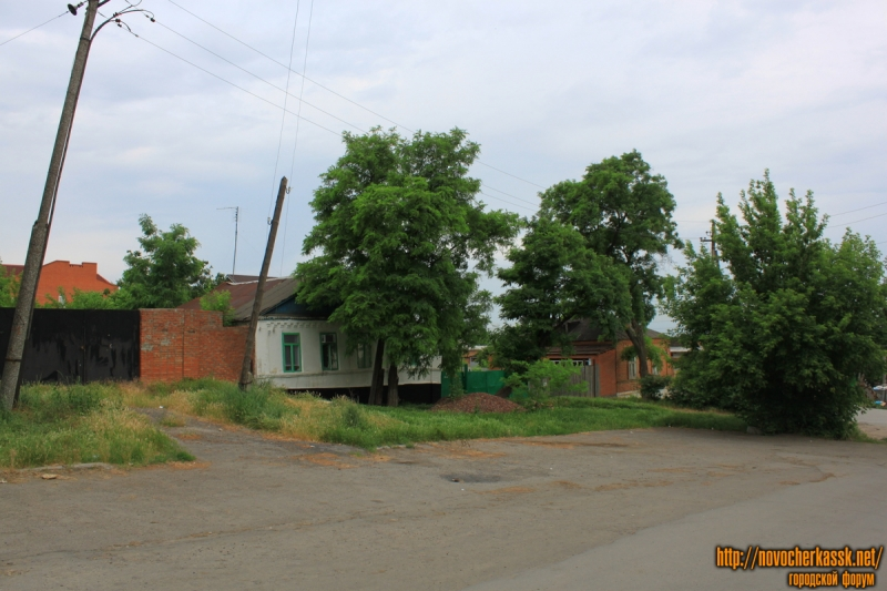 Улица Ларина 33, 35