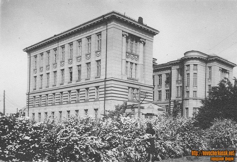 Здание горного факультета НПИ, вод со двора