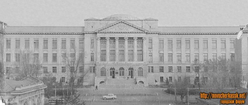 Здание главного корпуса НПИ