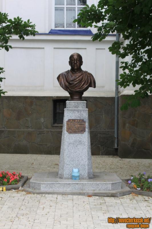 Памятник Алексею Лосеву
