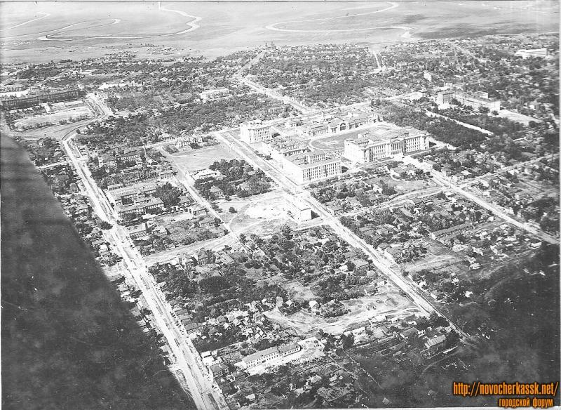Вид с самолета пространства между ул. Михайловской и Пушкинской, с юга на север 1935-36г.