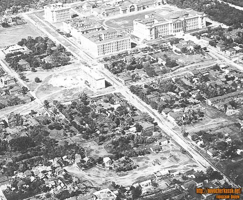 Вид ул. Б.Хмельницкого и комплекса зданий НИИ(НПИ) с самолета, 1935-36 г.
