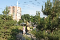 """Композиция """"Маша и медведь"""" перед гостиницей Новочеркасск"""