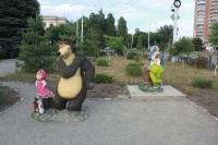 """Композиция """"Маша и медведь"""". И волк. Перед гостиницей Новочеркасск"""
