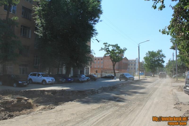 Стоянка на улице Троицкой