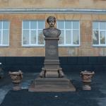 Бюст казаку Крючкову Козьме Фирсовичу. Установлен в сентябре 2014 года во дворе 19 школы