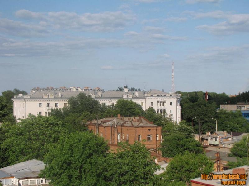 Дом на углу Московской и Просвещения.