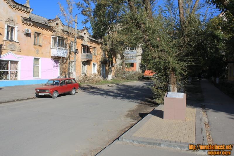 Мемориальная доска на улице Севастопольской