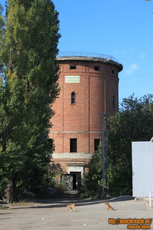 Бывшая водонапорная башня на Магистральной улице (Октябрьский)