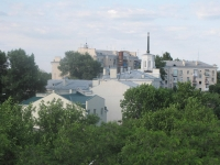 Дом со шпилем на углу Московской и Кривопустенко
