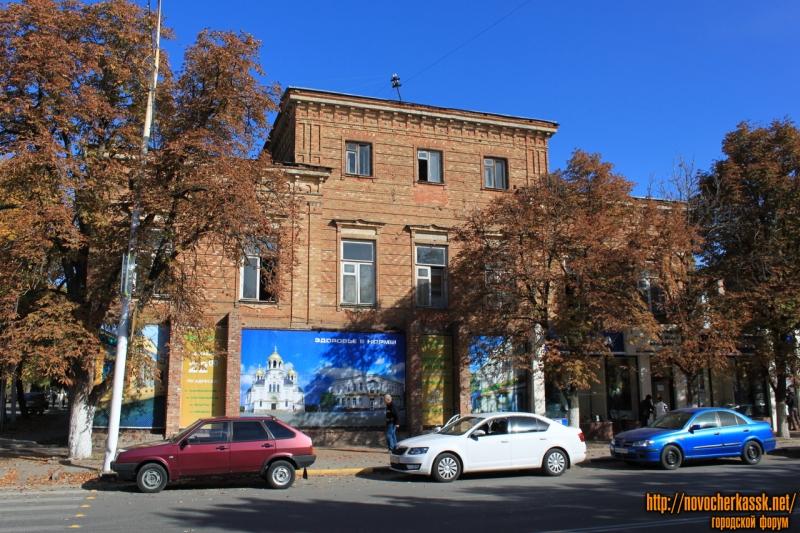 Угол Московской, 26 и Красноармейской, 17. Бывшая музыкальная школа и парикмахерская