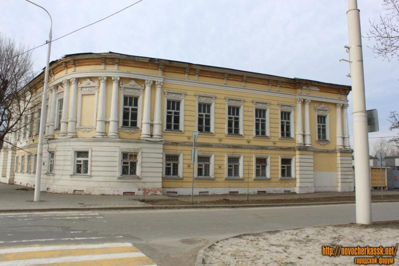 Здание на углу пл. Ермака, 12 и пр. Ермака, 39