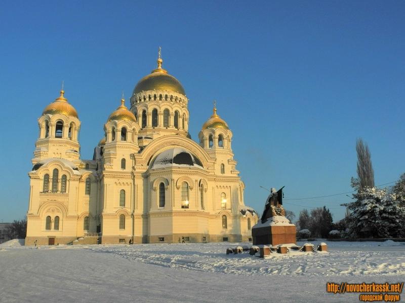 Собор и памятник Бакланову