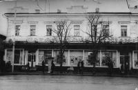 Улица Московская, 2. Магазины парфюмерии и галантереи