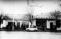 Улица Московская, 12. Комиссионный и молочный магазины